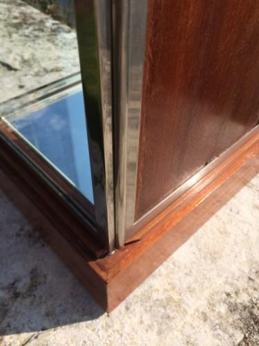 Très petite vitrine ancienne