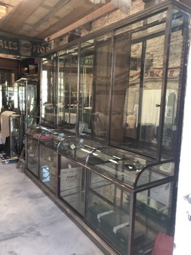 Grande vitrine ancienne de magasin.(réservée)