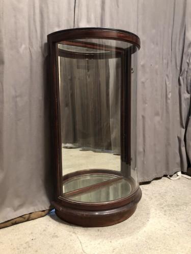 Ancienne vitrine de présentation.