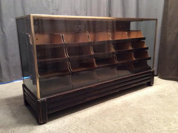 Ancien comptoir à tiroirs de magasin.(vendu)
