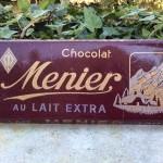 Anciennes tablettes de chocolat factices.