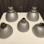 Anciennes lampes mercurisées de magasin.