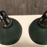 Paire d'anciennes lampes de magasin.