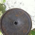 Ancien miroir de magasin Siegel en bronze