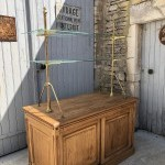 Ancien meuble de magasin.