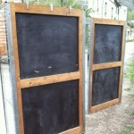 Paire de vitrines chromées