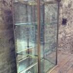 Rare vitrine ancienne.(réservée)